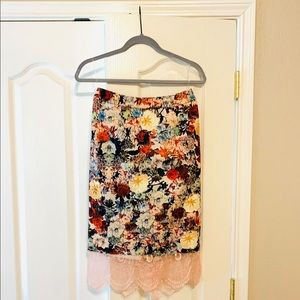 Garcia pencil skirt with lace